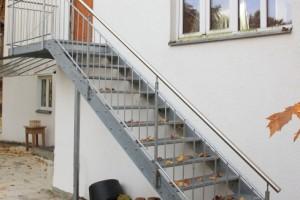Verzinkte Stahltreppe - Edelstahlhandlauf