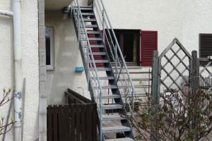 Kleine Stahltreppe, tauchbadverzinkt