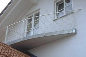Gerundet und eckig in einem Balkon