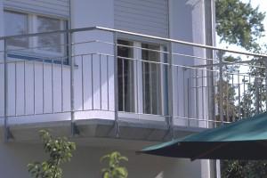 Balkon mit schrägen Stirnseiten