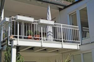 Neuer Balkon an bestehendem Haus