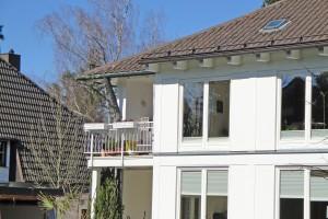 Neuer Balkon an älterem Anwesen